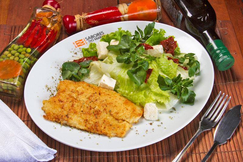 Filé de abadejo grelhado com salada italiana