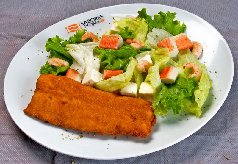 Filé de peixe com salada imperial